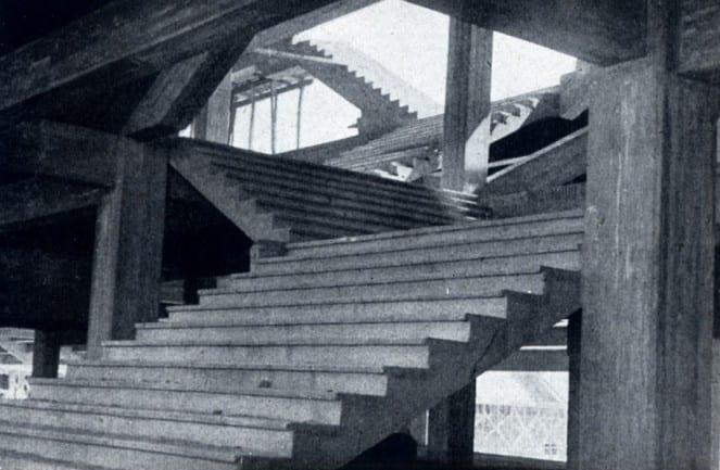 escalera-de-acceso-a-los-graderios-superiores